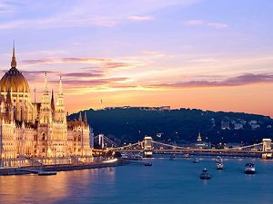 Danube river cruise and Budapest sightseeing